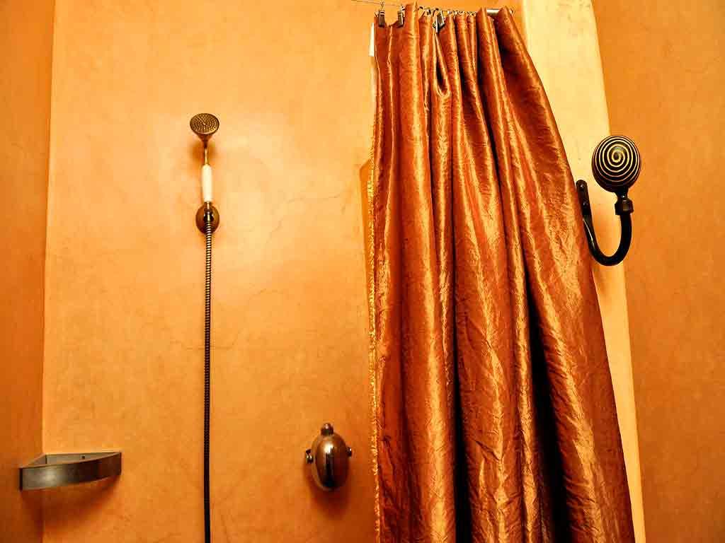 Africa room toilet. Riad Aguaviva, Marrakech