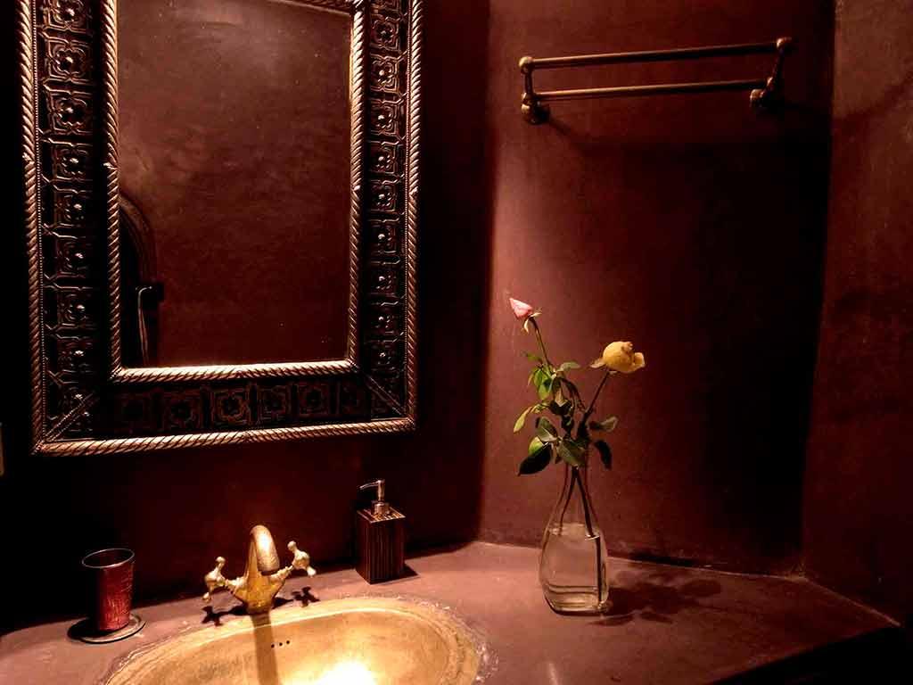 Toilet in Sultan room. Riad Aguaviva.