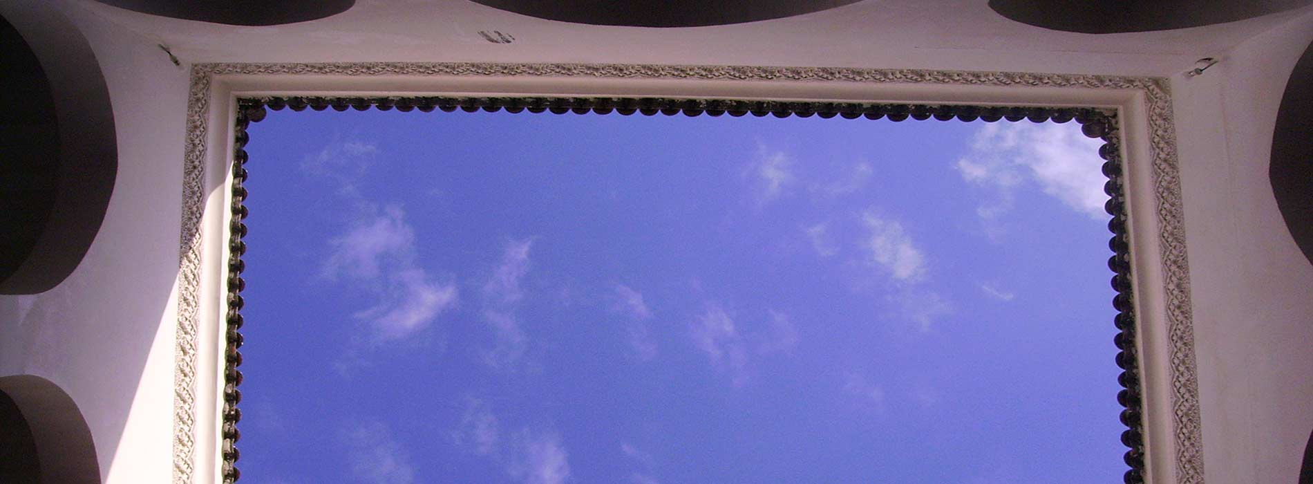 Riad Aguaviva patio. Sky. Riad Hotel in Marrakech medina.